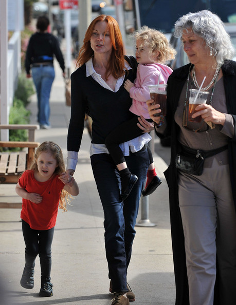 Marcia Cross and Her Twin Daughters At The Market