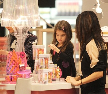 Suri Cruise Tries On Lipstick With Mommy Katie Holmes