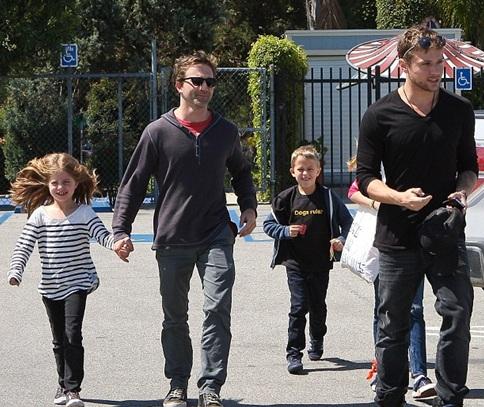 Ryan-Philippe-babysitting-kids