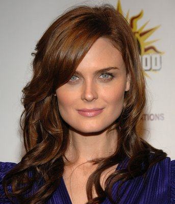 Bones Star Emily Deschanel Is Pregnant!