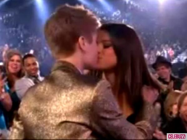 Justin Bieber and Selena Gomez PDA