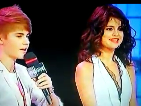 Justin Bieber Asks Selena Gomez For A Date At The Muchmusic Video Awards – Video