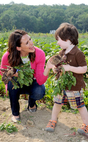 Jennifer Garner Teaches Parents and Kids How to Eat Fresh This Summer
