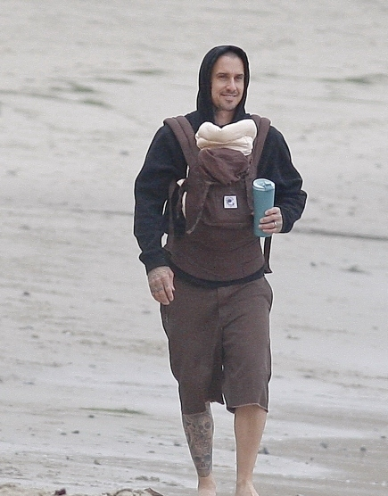 Cute Daddy Alert: Carey Hart With Daughter
