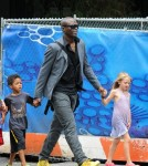 Seal plays baseball with Leni and Henry in the Park