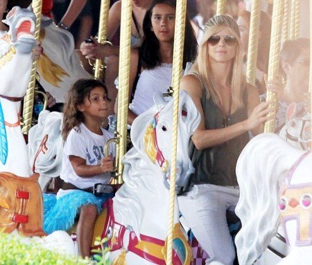 Elin Nordegren Takes Children to Disney World