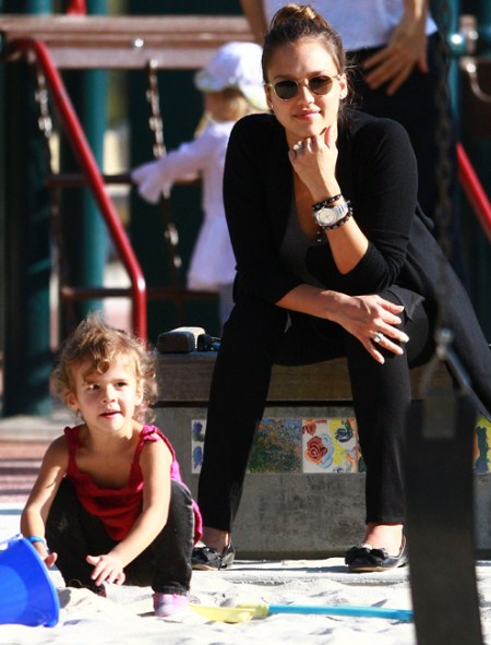 Honor Marie Alba and Jessica Alba at the Park