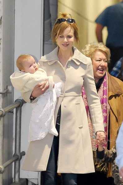 Nicole Kidman Arrives in Sydney With Her Daughters