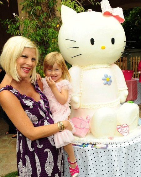 Tori Spelling Throws a Hello Kitty Party