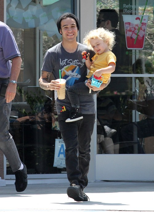 Pete Wentz Takes Son to Park