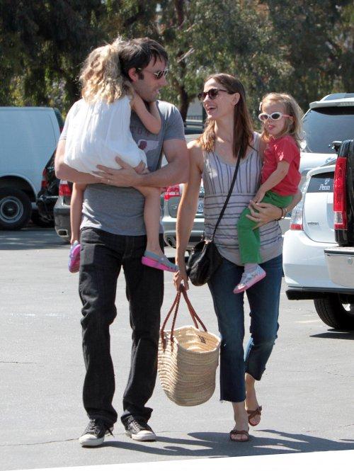 Jennifer Garner and Ben Shoppin' At The Farmers Market