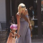Tori Spelling With Daughter Stella