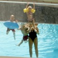 Britney Spears' Children and Jamie Lynn Spears' Daughter Play In The Pool - Photos