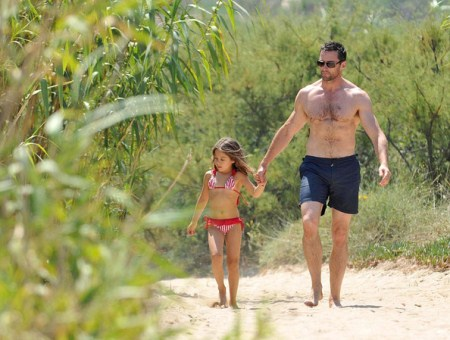 Cute Daddy Alert: Hugh Jackman Plays In The Sand