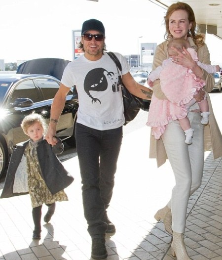 Nicole and Keith Urban With Their Two Daughters