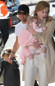 Nicole Kidman and Keith Urban With Their Two Daughters