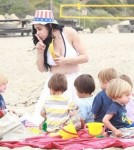 Octomom, Nadya Suleman with her 14 children on the beach