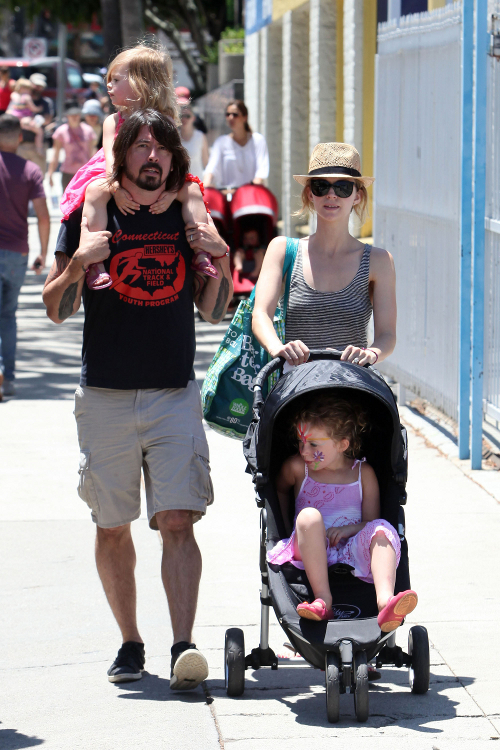 Dave Grohl And Family: Picture-Perfect Trip To The Market