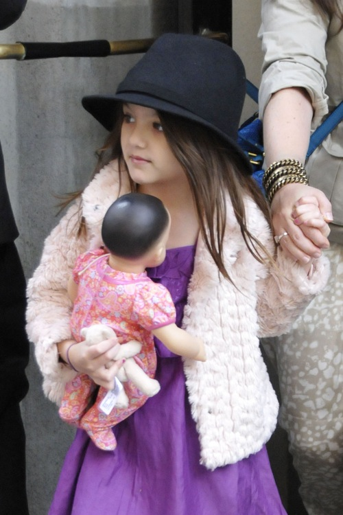 Suri Cruise Tells The Photogs How It's Going To Be