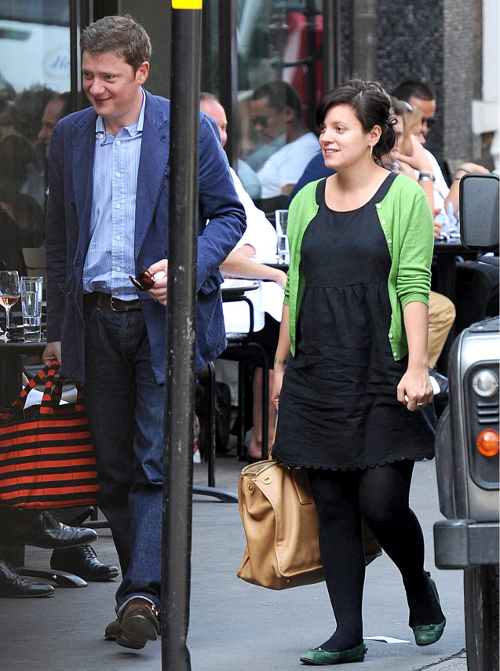 Soon-To-Be-Mom Lily Allen Lunches In London
