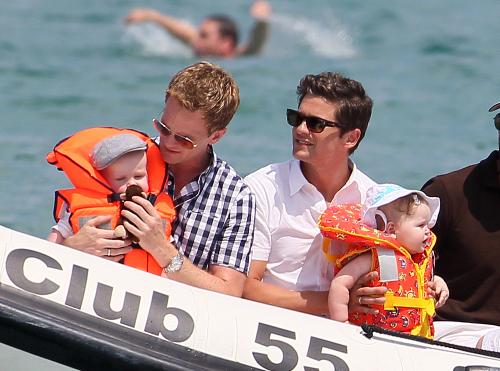Neil Patrick Harris, David Burtka and Twins Take Boat Ride!