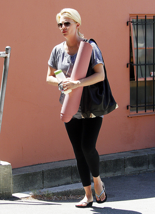 Celeb-Mom Friday Fitness Watch: January Jones Continues Her Yoga Practice