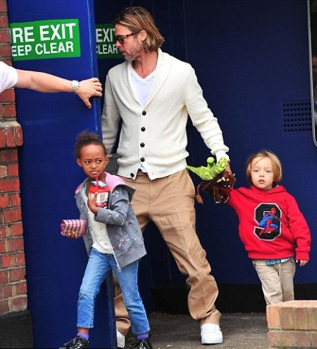 Brad Pitt Takes His Children to See a Movie
