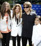 Michael Jackson's Children Donate Art to Children's Hospital