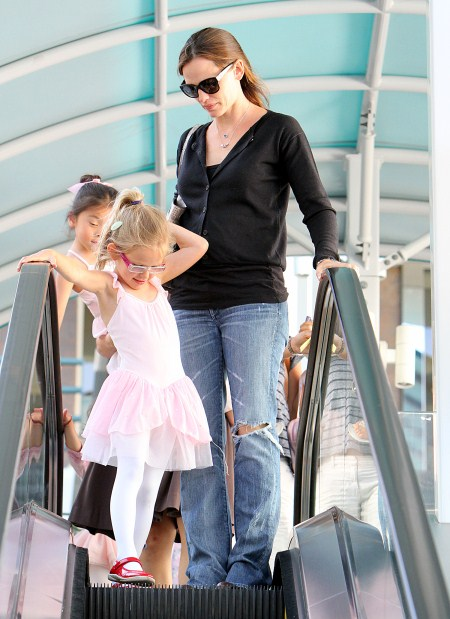 Jennifer Garner Brings Violet to Ballet Class