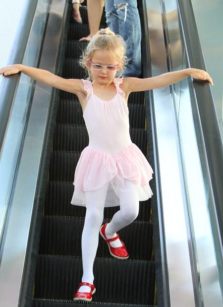 Actress Jennifer Garner takes her daughter Violet to her ballet class