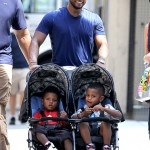 Cute Daddy Alert: Usher Strolls Around NYC With Children