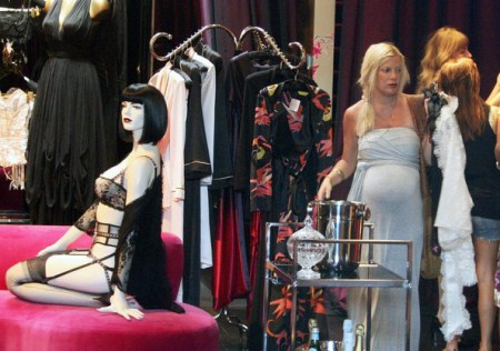 Pregnant Tori Spelling stops by Agent Provocateur in Hollywood to pick out some new lingerie.