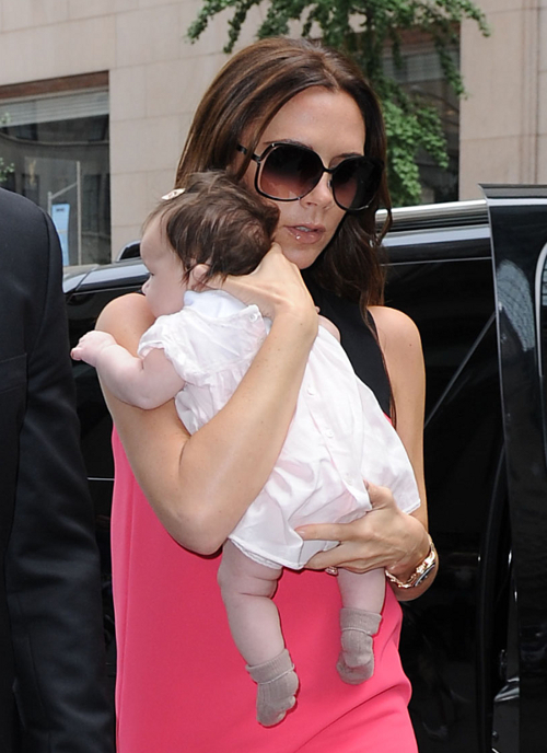 Victoria And Harper Do Some Shopping In NYC!