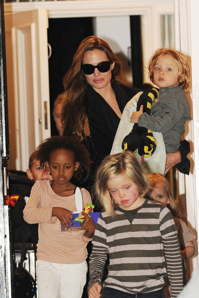 aAngelina Jolie takes her children for a playdate with Gwen Stefani's boys after visiting Gwen's home in London