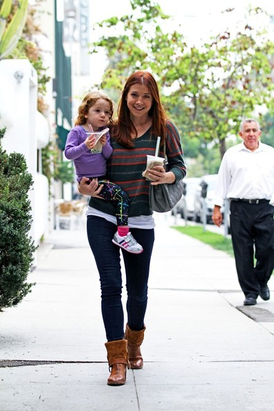Alyson Hannigan and Satyana Grab Bubble Tea