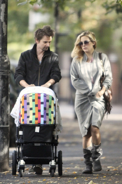 Kate Hudson and Matt Bellamy Stroll With Bingham