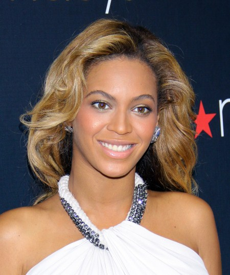 "Beyonce Knowles poses at Macy's to promote her new fragrance ""Pulse"" in NYC, NY on September 22, 2011"