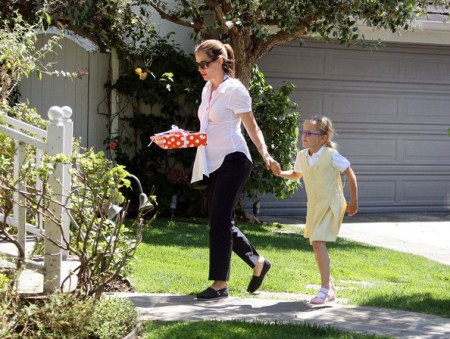 Jennifer Garner Takes Her Girls To A Party