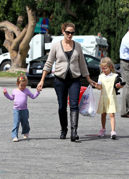 Jennifer Garner Has A Girls Day With Her Daughters