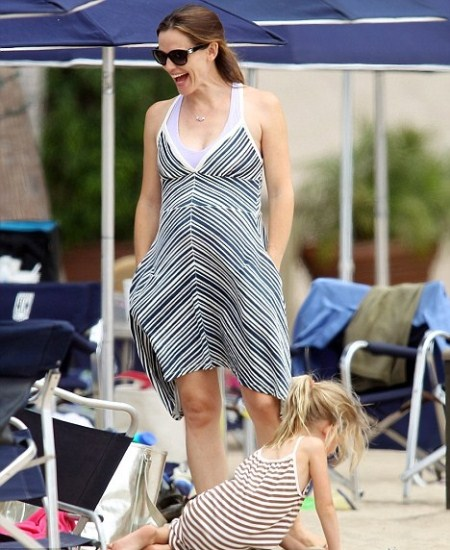 Jennifer Garner Reveal Baby Bump