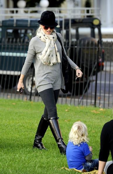 Gwen Stefani, her two boys Kingston and Zuma and a few friends take a walk through Primrose Hill