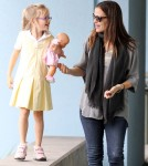Pregnant Jennifer Garner And Daughter Violet Running Errands In Santa Monica
