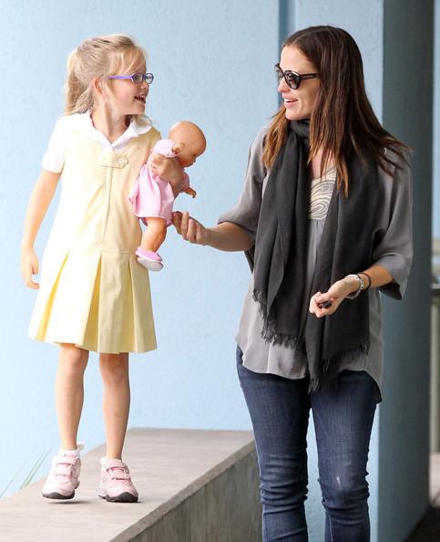 Pregnant Jennifer Garner And Daughter Violet Running Errands In Santa Monica