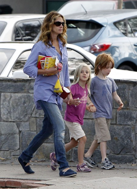 Julia Roberts Spends A Fun Filled Afternoon With Daughter
