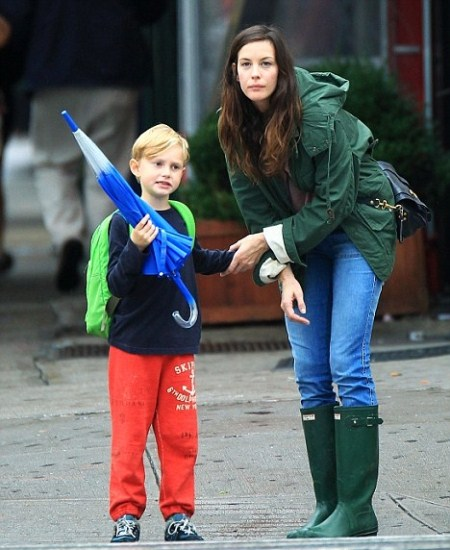 Liv Tyler and her son Milo take a stroll in the rain in New York on Friday (sept 23 2011)