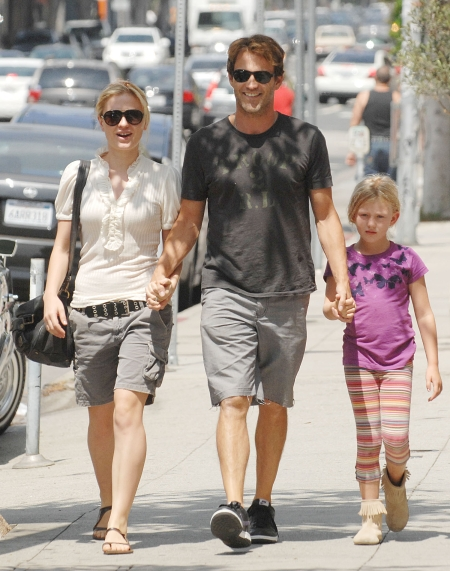 Stephen Moyer With Anna Paquin With His Daughter