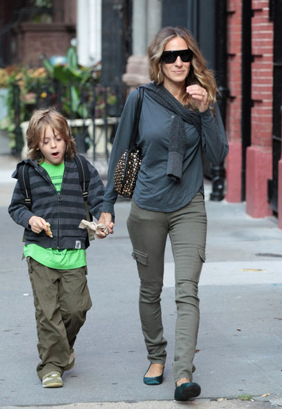 Sarah Jessica Parker walks James Wilke Broderick to school.