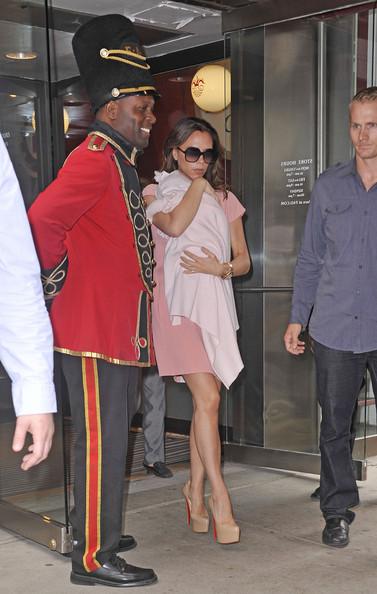 Victoria Beckham Shopping With Harper Seven September 15, 2011