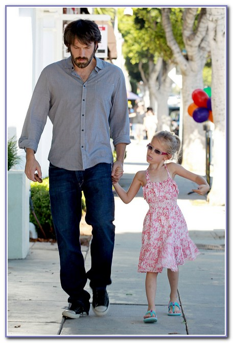Ben Affleck's Daughter Violet Sticks Her Tongue Out At The Paparazzi