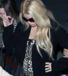 Jessica Simpson & Her Huge Pregnant Belly Give Photographers The Finger (Photos)